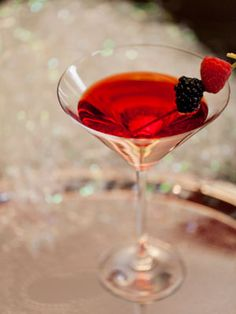 Sparkling Raspberry Vanilla Dreamsicle  Ingredients:  1 1/2 oz Vanilla Vodka   4 oz Black Raspberry Sparkling ICE  Directions: Combine all ingredients in a shaker with ice. Shake and strain into a chilled martini glass. Garnish with fresh berries.   Total Calories: 100