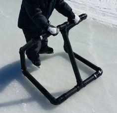 Le support de patinage pour enfants en action