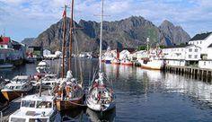 Henningsvær auf den Lofoten-Inseln ist ein kleines Fischerdorf, das auf mehrere Inseln verteilt ist - Foto: Chris Craggs Photography