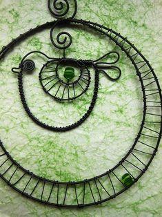 Ptáček v kolečku se zelenou perličkou