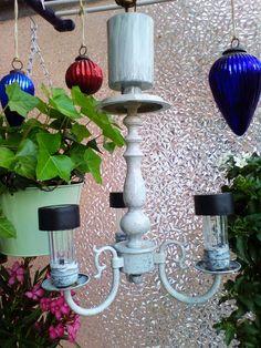 DIY Balkon-Leuchter alter Messingleuchter mit Solarlampen bestückt