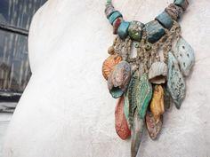 Artisan collier porcelaine textile chanvre lin gousses