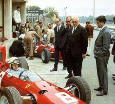 John Surtees, Ferrari at Monza Italian Grand Prix 1965 Sports Car Racing, Racing Team, Race Cars, F1 Racing, Ferrari Racing, Ferrari F1, Ferrari Mondial, Lorenzo Bandini, Course Automobile
