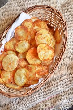 Potato chips recipe with step by step photos. Sharing an easy recipe for potato chips, the way we get in shops. Lately I had a reader ask me how to make potato chips at home just like what we get i… Organic Recipes, Indian Food Recipes, Vegetarian Recipes, Snack Recipes, Cooking Recipes, Easy Recipes, Vegan Vegetarian, How To Make Potatoes, Tapas