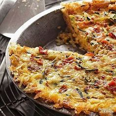 This hash brown quiche recipe is one of our favorite savory breakfast or brunch recipes of all time. It's cheesy and has a crisp crust that's irresistible. These quiches also feature eggs, zucchini, bacon, and red peppers. Omit the bacon to make Breakfast And Brunch, Breakfast Quiche, Egg Recipes For Breakfast, Breakfast Dishes, Vegetarian Breakfast, Breakfast Ideas, Vegetarian Hash, Breakfast Casserole, Hashbrown Breakfast