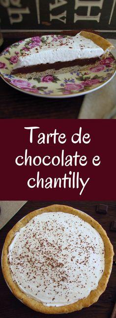 Tarte de chocolate e chantilly   Food From Portugal. Vai ter um jantar especial com amigos ou família e quer preparar uma sobremesa deliciosa? Esta tarte de chocolate e chantilly vai surpreender as suas visitas! Sirva a tarte decorada com chocolate ralado, bom apetite!!! #chocolate #tarte #chantilly #receita