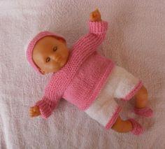 Ensemble layette rose et blanc pour poupon de 30 cm. MCL Poupées, vêtements pour les poupées et les poupons
