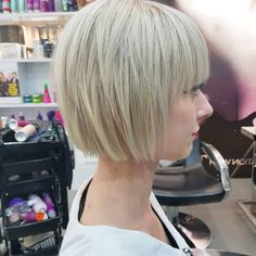 54 Cream Blonde Hair Color Ideas for Short Haircuts in Spring Cream Blonde Hair Color Ideas for Short Haircuts Hair salon experts have not lost any time and have already become acquainted with the trends in short. Blonde Bob Haircut, Blonde Bob Hairstyles, Thin Hair Haircuts, Short Hair Cuts, Short Hair Styles, Bob Haircuts, Latest Hairstyles, Layered Haircuts, Ombre Rose Gold