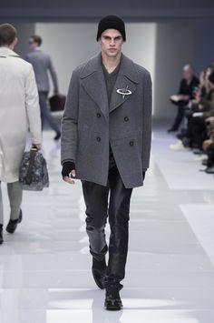 Look 8 - #Versace Men's Fall/Winter 2016 fashion show. #VersaceMenswear