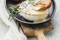 Het lekkerste gerecht tijdens kerst: camembert uit de oven - Culy.nl