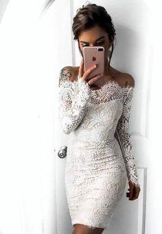 Sukienka odkryte ramiona koronkowa biało beżowa