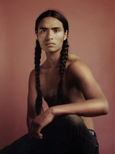 Up-And-Coming Model Haatepah Is Using Fashion as a Platform to Advocate for Indigenous Rights - Fashionista Old Models, Young Models, Beautiful Men, Beautiful People, Native American Men, American Indian Art, American Indians, Portraits, Poses