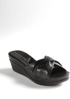 BANDOLINO Yeva Leather Sandals