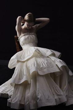 Le meilleur de la Bridal Fashion Week automne 2014: Lanvin http://www.vogue.fr/mariage/tendances/diaporama/le-meilleur-de-la-bridal-fashion-week-automne-2014/15890/image/875128
