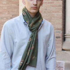 Bufanda hombre edición limitada, pieza única Alexander Mcqueen Scarf, Fashion, Green And Brown, A Real Man, Sustainable Fashion, Scarves, Elegant, Men, Moda