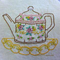 노원 의정부 풀잎문화센터 서양자수 중급 정도에서 배울 수 있는 가벼운 기법인데요. 자수 장식 테이블보나 비교적 가볍게 사용하는 소품들에 이용하고 있습니다. 영국은 Tea의 나라입니다. 점심과