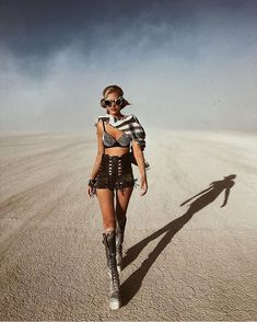 Burning Man 2019 Mega-Post: Fantastic Photos From The World's Biggest And Craziest Festival Burning Man Mode, Burning Man Style, Burning Man Girls, Festival Looks, Desert Festival, Rave Festival, Coachella Festival, Hippie Festival, Festivals