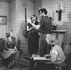 It's Gracie! on the set of The Burns & Allen show with Bea Benaderet, director Ralph Levy & their script girl.