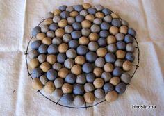 三色ボール練り込み小皿 85φ*20h ボール練り込みで小皿を作りました。 裏表が同じ模様になり面白い、不思議な感じができます。 中程度の大きさのボール練りこみは以前試しましたが、小皿にするとボ...