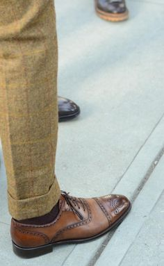 Beckett & Robb tweed trousers and Italian made calfskin shoes.  Summer look. Linen pants.
