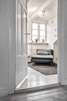 Keltainen talo rannalla: Viihtyisiä koteja Cosy, Oversized Mirror, Household, Interior Design, Furniture, Witch, Home Decor, Nest Design, Decoration Home