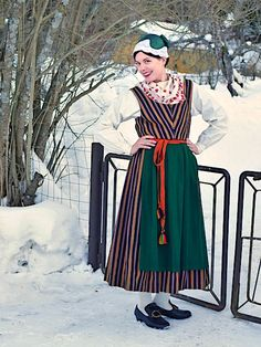 Folk Costume, Costumes, Traditional Outfits, Snow White, Folk Clothing, Disney Princess, Folklore, Disney Characters, Embroidery