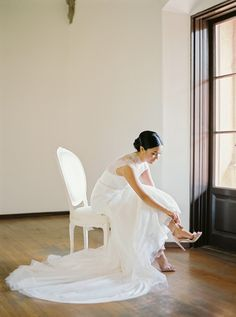 Photography : André Teixeira, Brancoprata Read More on SMP: http://www.stylemepretty.com/2017/01/11/real-bride-inspired-by-grace-kelly/