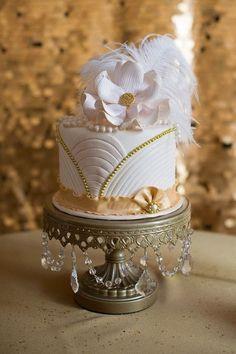 Avant-Garde Formal Hollywood Glam Gold Ivory White Ballroom Fall Flowers Fondant Round Wedding Cake Winter Wedding Cakes Photos & Pictures - WeddingWire.com