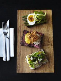 Open faced sandwiches || Nordic cuisine Danish Cuisine, Danish Food, Vegetarian Recipes, Cooking Recipes, Healthy Recipes, Nordic Diet, Nordic Recipe, Crostini, Nordic Kitchen