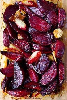 Podle Jamieho Olivera: recept_na_pečenou_červenou_řepu_s_česnekem_main Vegetable Dishes, Vegetable Recipes, Vegetarian Recipes, Cooking Recipes, Healthy Recipes, Food Design, Tasty Dishes, I Foods, Food Inspiration