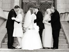 Yours and his parents kissing on the wedding day | Dream Wedding