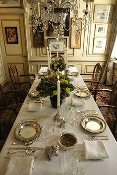 Gorgeous dining room table, settings, chandelier, etc. Fine Dining, Dining Area, Dining Table, Dining Rooms, Cocina Shabby Chic, Beautiful Table Settings, Elegant Dining, Deco Table, Decoration Table
