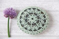 Crochet lace stone, crochet covered rock, tabletop decor, seafoam green thread, bowl element, paperweight, fiber art object, wedding decor on Etsy, 582,12Kč