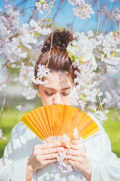 (4ページ目) 結婚式の前撮りポーズ50選【最新版】|全部マネしたいっ!♥和装編|Photorait Hand Fan, Fan