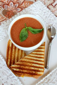 10 Minute, 5-ingredient Tomato Soup #recipe