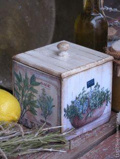 `ПРОВАНСКИЕ ТРАВЫ` Короб.. Короб для хранения трав, специй, кофе, чая. Внутри натуральное морение (кофе+корица). В работе использованы краски и лак на водной основе.