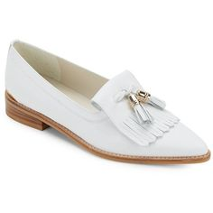 Stuart Weitzman Verve Leather Tassle Loafers (3.555 ARS) ❤ liked on Polyvore featuring shoes, loafers, white, tassel loafers, white leather shoes, stuart weitzman shoes, pointed toe shoes and white loafers
