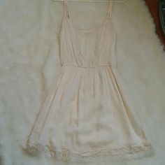 Hollister summer dress new with tags Brand new with tags never worn. Off white summer dress, adjustable straps. Paid 50 dollars. Ake an offee Hollister Dresses Mini