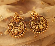 Gold Antique Chandbali From Manubhai Jewellers earrings Gold Antique Chandbali From Manubhai Jewellers ~ South India Jewels Gold Jhumka Earrings, Jewelry Design Earrings, Gold Earrings Designs, Antique Earrings, Designer Earrings, Necklace Designs, Earings Gold, Gold Designs, Ruby Earrings