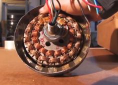 DIY Video : How to convert an Old Ceiling Fan Motor into a Efficient Alternator Generator - Practical Survivalist Diy Generator, Power Generator, Homemade Generator, Ceiling Fan Motor, Wind Power, Alternative Energy, Electronics Projects, Diy Videos, Just In Case