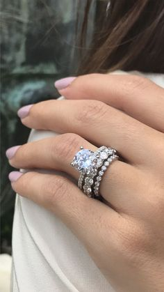 We are LOVING the two different sizes of eternity bands paired with that gorgeous solitaire engagement ring! ?? This is a great example of how you can stack bands for different milestones in your marriage & still have them look cohesive, never mind absolutely stunning ????