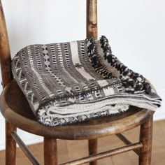 Product overview: Handmade nomadic blanket made of thick organic cotton. Ethics and story: Handmade in India. Decorative Accessories, Home Accessories, Cotton Blankets, Organic Cotton, Natural, Black, Black People, Home Decor Accessories, Nature