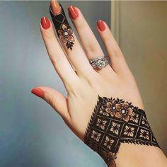 Khafif Mehndi Design, Henna Tattoo Designs Simple, Finger Henna Designs, Back Hand Mehndi Designs, Henna Art Designs, Mehndi Design Pictures, Modern Mehndi Designs, New Bridal Mehndi Designs, Mehndi Designs For Fingers