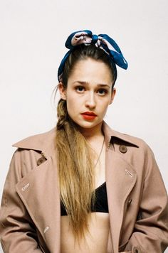 Jessa from girls  bareface + red lip. I want to be her