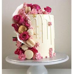 Half Birthday Cakes, Brithday Cake, Chocolate Covered Bananas, Cake Hacks, 21st Cake, Cake Name, Classic Cake, Dessert Decoration, Cake Boss