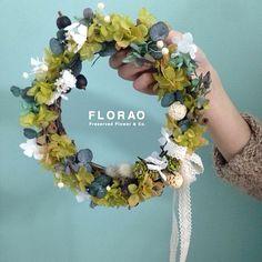 그린리스  #리스 #프리저브드플라워 #플로랑 #인테리어 #플라워 #꽃스타그램 #선물 #집들이 #원데이클래스 #원데이레슨 #preservedflower #wreath #florao #flolist #flowerdeco #flowergram #flowerkorea #flowerlesson #flowerinterior