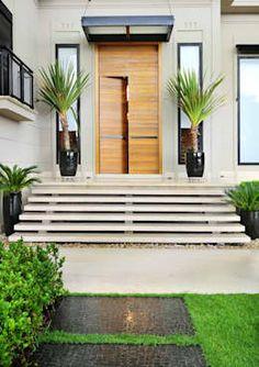 Casas de estilo moderno por BRENO SANTIAGO ARQUITETURA E INTERIORES https://www.homify.com.mx/libros_de_ideas/4379935/15-ideas-sencillas-para-decorar-la-entrada-de-tu-casa-con-poco-dinero