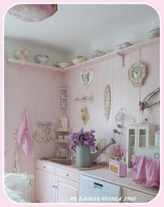 The 3 Pieces of Furniture Essential for a Shabby Chic Bedroom – We Shabby Chic Rose Shabby Chic, Estilo Shabby Chic, Shabby Chic Kitchen, Shabby Chic Style, Shabby Chic Decor, Vintage Home Decor, Bedroom Vintage, Country Kitchen, Shabby Chic Bedrooms