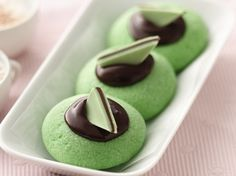 Chocolate - Mint Thumbprint Cookies ~ Cool mint and rich chocolate make a delicious cookie combo - perfect for a dessert. Cookie Desserts, Just Desserts, Delicious Desserts, Dessert Recipes, Yummy Food, Cookie Tray, Baking Cookies, Party Desserts, Cookie Dough