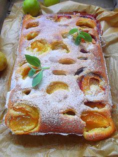 plum cake (in serbian) Cherry Recipes, Fruit Recipes, Sweet Recipes, Dessert Recipes, Albanian Recipes, Croatian Recipes, Bakery Recipes, Cooking Recipes, Kiflice Recipe